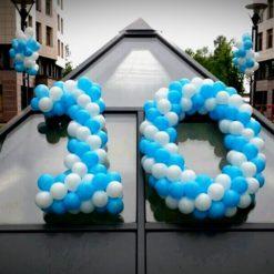 Плетеные цифры 10 из воздушных шаров